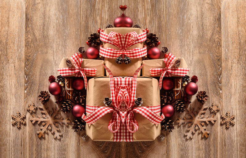 Noel, Decoration, Hip, Greeting, Table, Balls, Rose, Copy, White, Red, Seasonal, Holiday, Festive, Cone, Xmas, Christmas, Presents, Card, Gift, Bow, Snowflake, Season, Box, Wood, Claus, Pine, Decorative, Shopping, Advent, Winter, Merry, Santa, Wooden, Vin Red