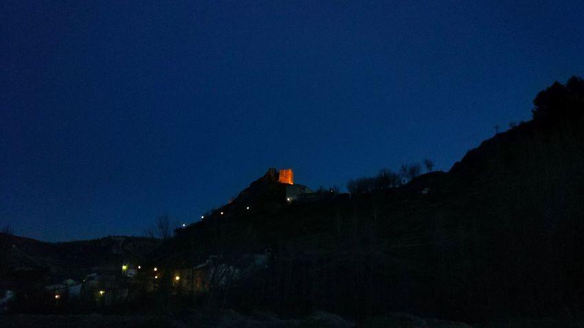Uno puede hacer de todos los sitios el sitio que uno desea si uno se concentra. Alberto Fuguet. Night Travel Destinations Mountain Outdoors No People Blue Architecture