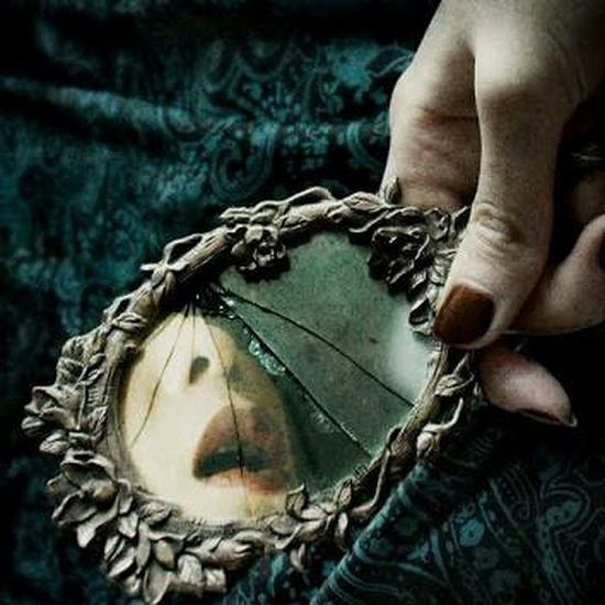 Brokenmirror Qυεεη мαүα *´¨) ¸.•´¸.•*´¨) ¸.•*¨) (¸.•´ (¸.•` ¤ Mcqgarro