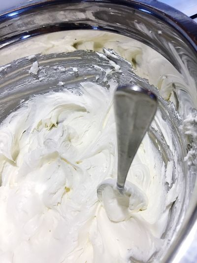 Fluffy white cream cheese and cool whip pie filling - making cheesecake - no bake cheesecakes Recipe Pie Kitchen Cheesecake Time Cheese Cake White Color Cream Cheese Frosting Dessert Cool Whip Delicious ♡ Cheesecake♥ Cream Cheese Fluffy Preparation  White