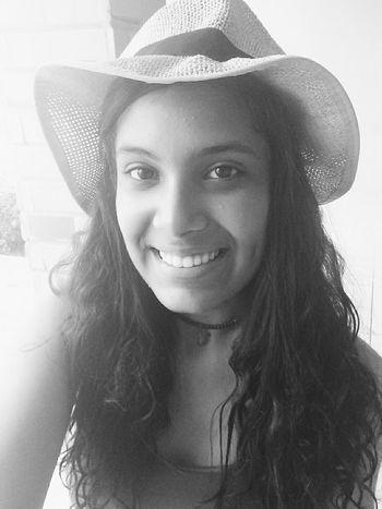 Sdds desse dia ❤ Hair Summer Girl Smile Selfie Chapéu Acessories Happy Very Happy! (: Blackandwhite
