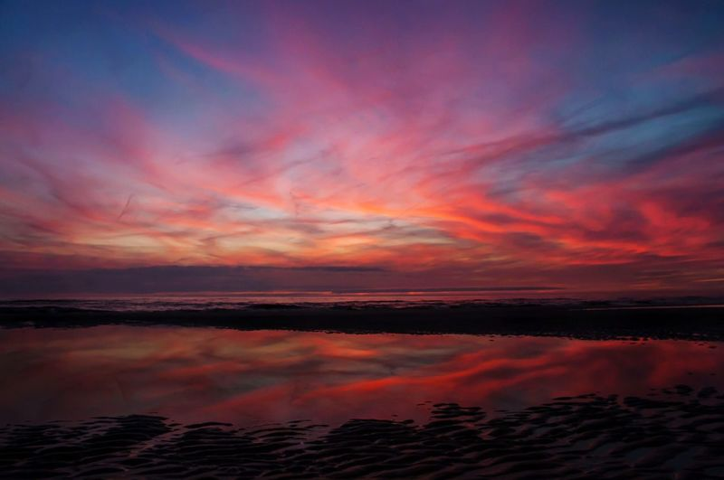 Sundown Beach Beachphotography Enjoying Life Life Is A Beach Sea Sky Skyporn Reflection Water Reflections
