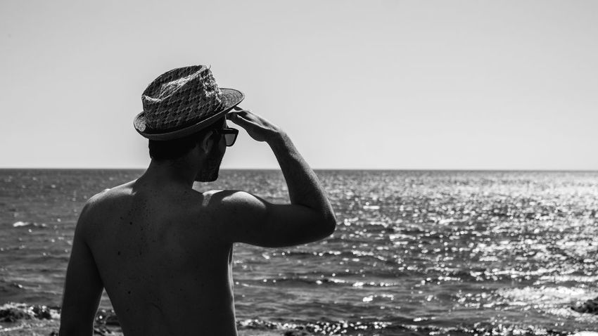 Sea Waist Up Outdoors One Person Adult Water Horizon Over Water Vacations Nature Human Body Part Live For The Story Canon_photos BYOPaper! Canonofficial EyeEm Eyeemphotography EyeEm Best Shots Photography Themes Lightroom Canon_official Canonphotography Day Standing Silhouette Beach