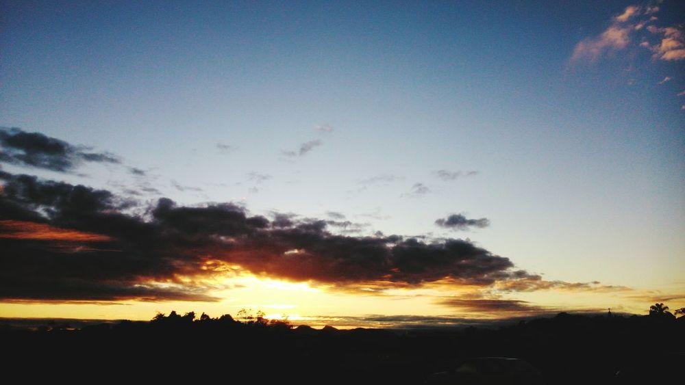 Final da tarde com essa visão magnífica. Maenatureza Somosapenaspó