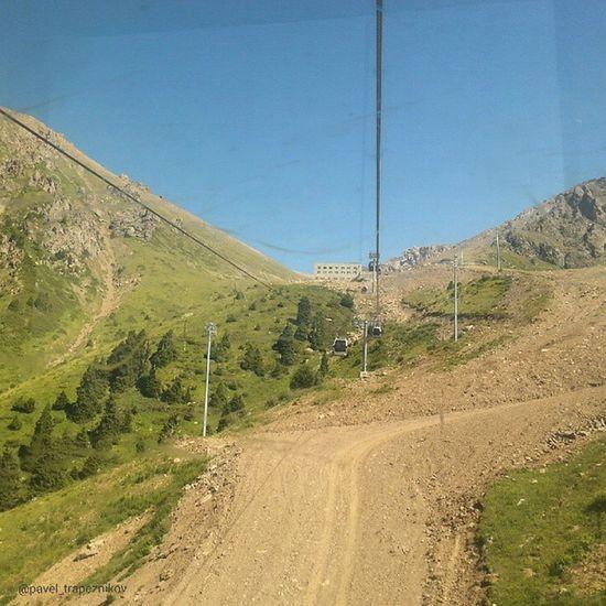 20140802 , Казахстан , алматы . Шымбулак (Чимбулак). Гандольная КанатнаяДорога. На пути к средней станции на высоту в 2850 м!/ Kazakhstan, Almaty. Shymbulak (Chimbulak). Gondola ropeway. On the way to the MiddleStation, to a height of 2850 m!