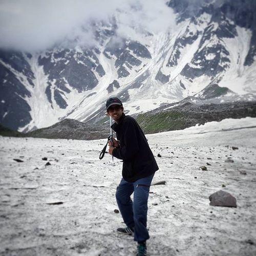 Some cricket in the snowland Manali Bmc Beaskund Snowballs Himalayas Bakartaj