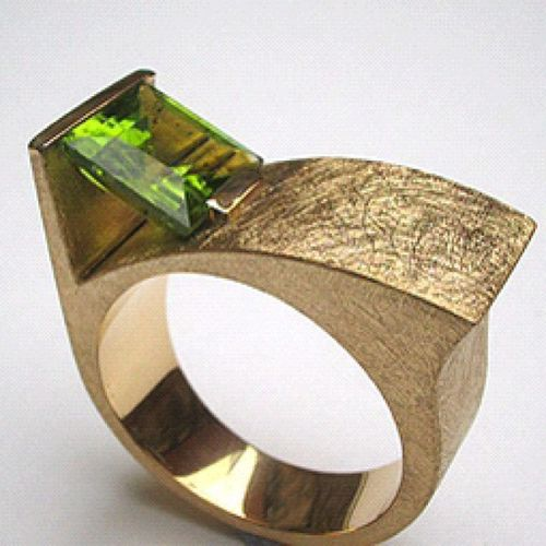 Anell d'or groc i peridot. #anells #or #peridot #rings #gold #tallertasmania #joies #joieria #jewellery #granollers Rings Gold Jewellery Peridot Or Granollers Joies Tallertasmania Joieria Anells