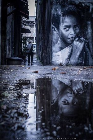 Blackandwhite Black And White Streetphotography Street Streetphoto_bw Streetart Art ArtWork Graffiti Boy Light And Shadow Water Reflection Water Reflections 👌👌👌