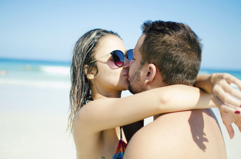 Two People Togetherness Love Bonding Beach Headshot Men Emotion Positive Emotion Portrait Adult Sea Water Leisure Activity Sky Land Women Focus On Foreground Day Horizon Over Water Couple - Relationship Love Kiss