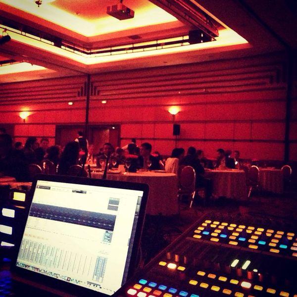 Hoy trabajando desde El Club El Nogal. Buena noche!!!