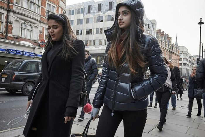Young Women Warm Clothing Two People Building Exterior Day Togetherness Streetphotography Street London Streets Candid Street Photography Low Angle View Fitzrovialitter LONDON❤ Street Photo Documentary Photography Candidshot Long Hair Puffer Jacket Winter Outdoors City Life Streetphotographer Streetdreamsmag London Calling