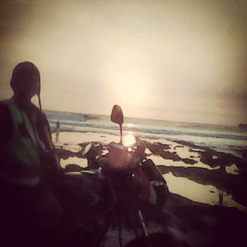 Senja dipantai sawarna.. Motorcycle Motorista Journey Explore Indonesiabagus Touring Excited Instapict Exploreindonesia