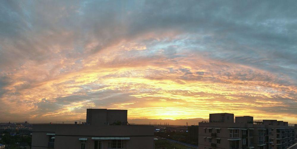 After The Rain Sky Looks Blue Sky The Glow Of Sunset Orange Sky Hello World Enjoy Life Eyeenph EyeEm Sunshine ☀ Beatiful New Photo Hi! Cool Fly Red China Chengdu