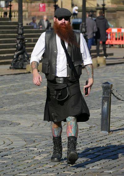 Tattoo Life Tattoos Kilt Scottish Beard Sunshine Shadows Ginger Walking Picsartrefugees Snap A Stranger
