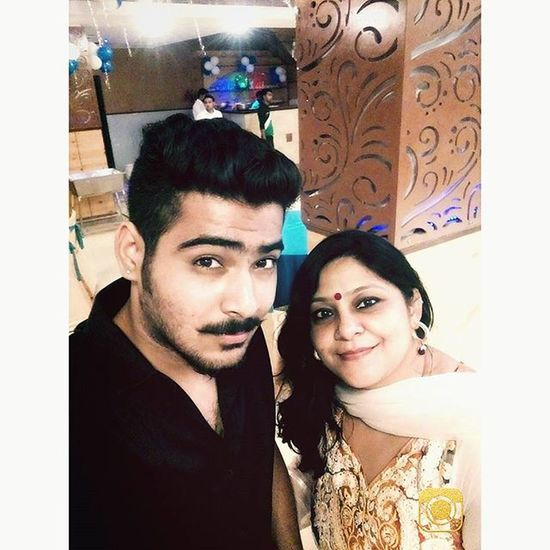 Selfieholic 😍 Mummysboy 😘 . Instagram Late Upload But Insta Hangover Compulsory 😂 . Love You Mumma 🙈