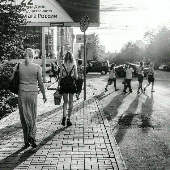 Новосибирские улочки. Novosibirsk People Streetphotography Street Russia Light And Shadow