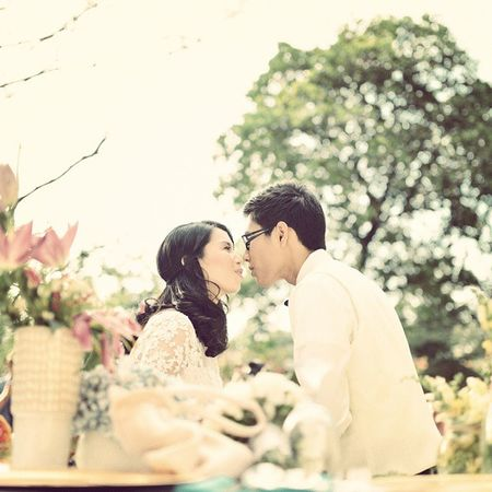 Sun kissed kiss! 👰💐💒 Weddings Photography Events Ripplesoflife Videographer Philippines Gown Groom Kiss Photographer Manila Flowers Photographer 🎥vimeo.com/ripplesoflife 📷 fb.com/ripplesoflifephotography 💌 ripplesphotography@gmail.com ☎ 09223450887