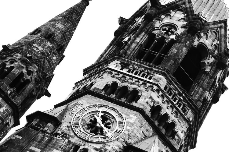 Kaiser-Wilhelm-Gedächtniskirche Abdoned Architecture B&w Berlin Black And White Building Exterior Built Structure Church Church Clear Sky Clock Clock Tower Famous Place History Kaiser-Wilhelm-Gedächtnis Kirche Kirche Low Angle View Place Of Worship Religion Time Travel Destinations