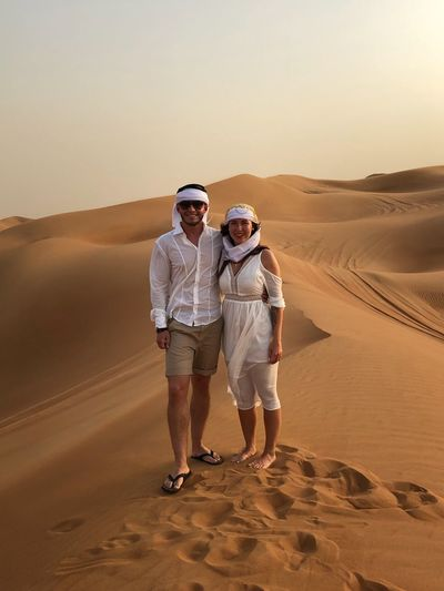 Zwei Menschen in der Wüste EyeEm Selects Full Length Desert Two People Sand Land Adult Standing Togetherness Lifestyles Sky Scenics - Nature People Women Men Landscape Nature Real People Sand Dune Arid Climate Climate