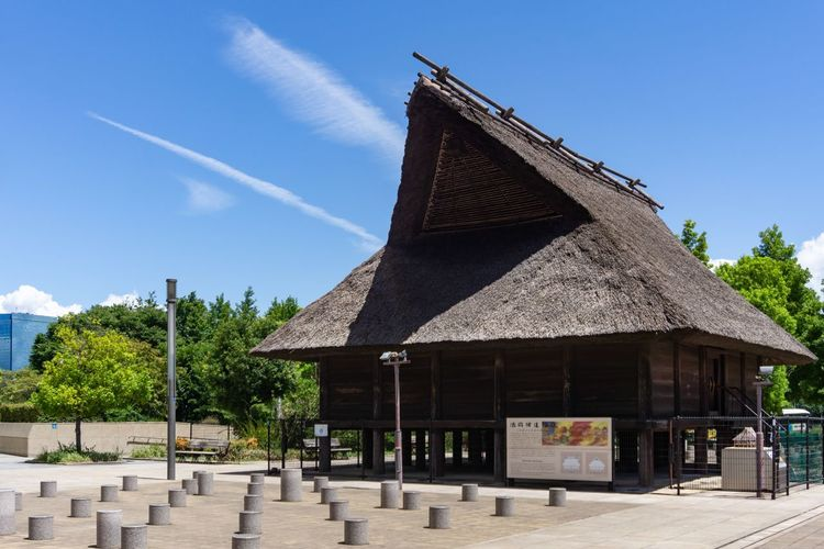 Ancient architecture in modern city. Ancient History Japan Japanese Culture OSAKA Travel Ancient Architecture Architecture Building Exterior Built Structure Cloud - Sky Education Exhibition History Museum Outdoors Sky The Past Travel Destinations