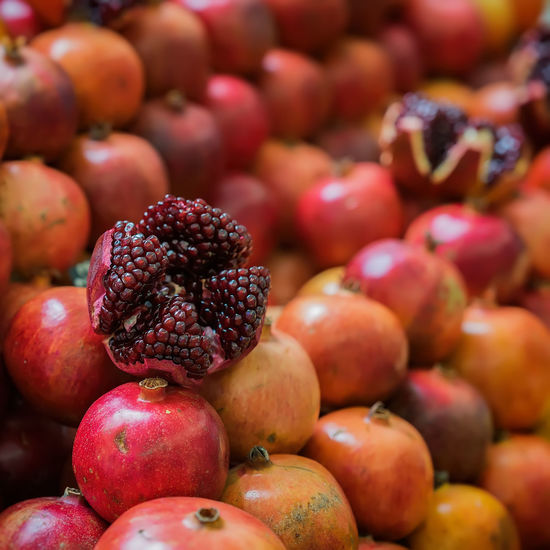 Close-up of Punica, Pomegranate. Sale of fresh of ripe juicy pomegranates, farmer's bazaar, open showcases of market. Vegetarian concept, diet, detox, organic vitamins Detox Diet Juice Abundance Antioxidant Basar Close-up Dieting Food Food And Drink For Sale Fruit Healthy Eating Juicy Fruit Market Organic Pomergranate Punica Punica Granatum Red Retail  Ripe Vegeterian Vitamin Vitamin C