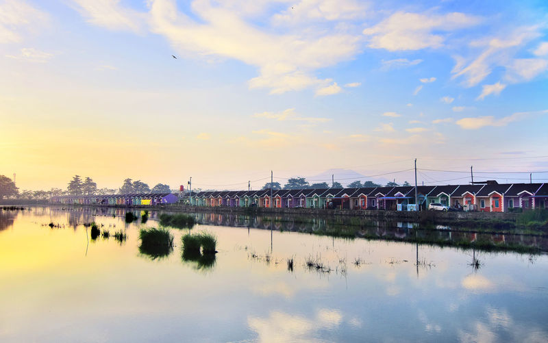 residential atmosphere on the edge of the lake on a sunny morning Sky Water Cloud - Sky Reflection Built Structure Building Exterior Nature Building Beauty In Nature House Scenics - Nature Waterfront No People Architecture River City Outdoors Sunset Residence