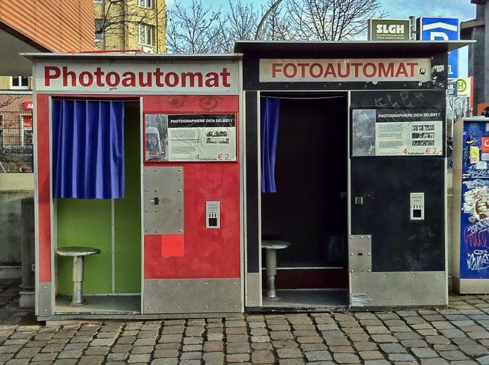Capturing Oldschool - Part 3 - Photo Booth Same Same But Different Alte Welt Hamburg Schanzenviertel Photobooth Oldschool Photoshooting IPhoneography Jopesfotos - Urban