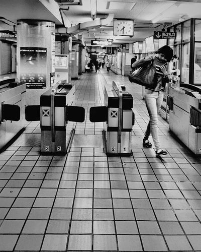 Train Station Subway Station Subway Streetphotography B&w Street Photography IPS2016Street Women Who Inspire You Learn & Shoot: Balancing Elements Photography In Motion Up Close Street Photography Fine Art Photography