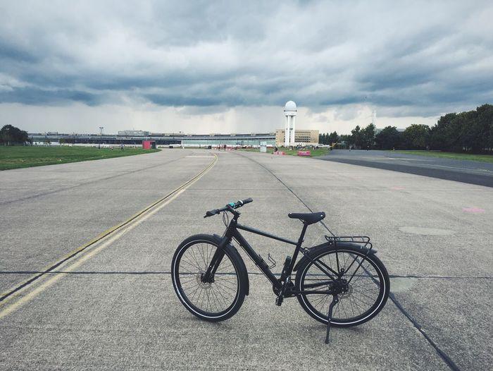 Bike Cube Cubebikes Bicycle Tempelhofer Feld Berlin Berlin Photography Berlin Life Fahrrad Fahrradtour Urban Bike VSCO Vscogood