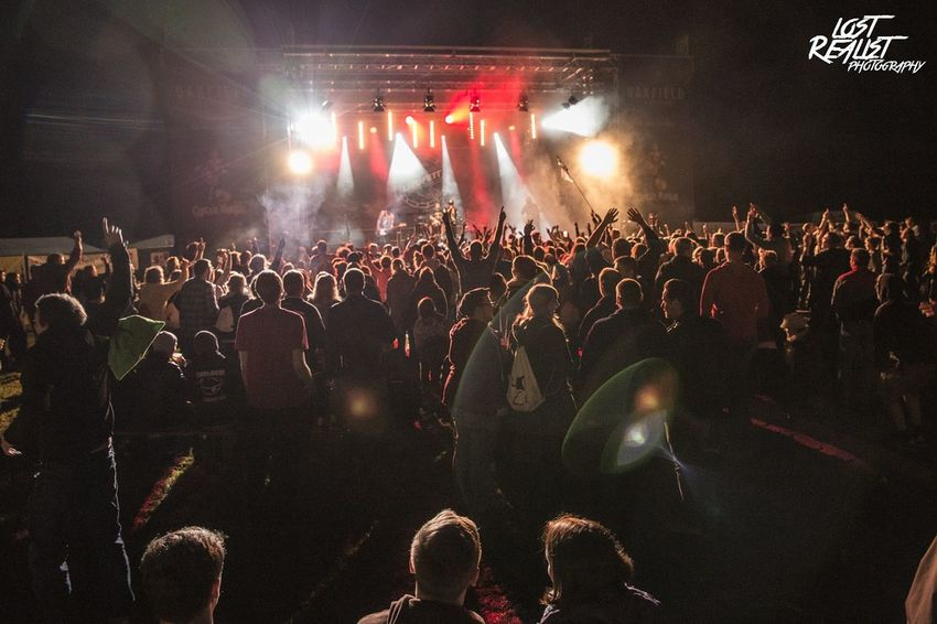 LIEDFETT beim Oakfield Festival 2016. Liedfett Oakfield Festival Festival Season Light Lights Lightroom Gig Gig Photography Music Musician Music Photography  Crowd Music Nightlife Event Enjoyment Performance Large Group Of People Celebration Concert Concert Photography Allschools Lost Realist Photography