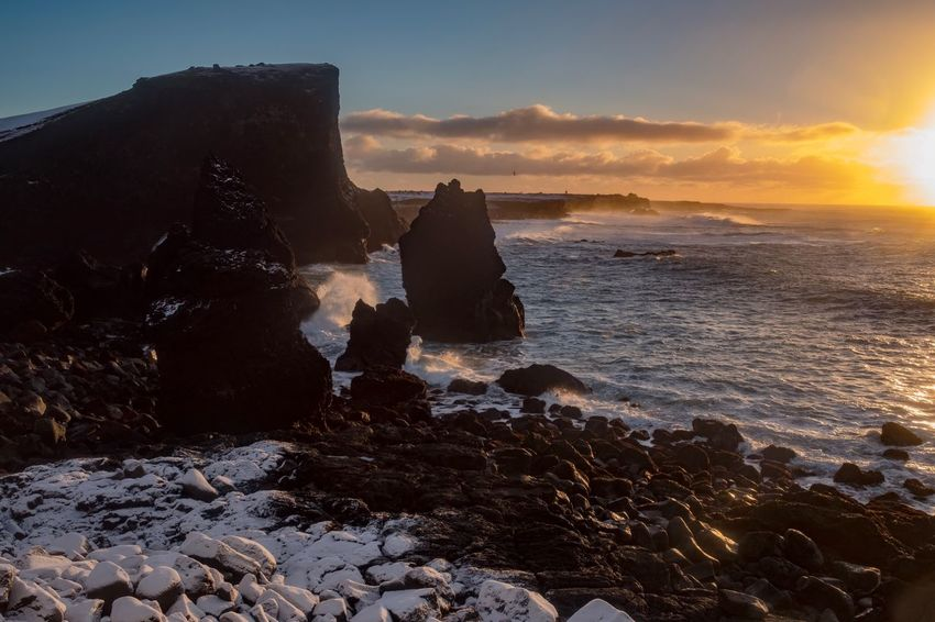 Iceland Felsen Urlaub Travel Destinations Reisen Landschaft Travel Küste Sonnenuntergang Fujifilm X-pro2 Fujifilm_xseries Fujifilm Sonnenuntergang Island Iceland Sunset Reykjanes Geopark Reykjanes Sea Sunset Sky Water Nature Beauty In Nature Rock - Object Horizon Over Water Scenics No People Beach Outdoors Wave The Traveler - 2018 EyeEm Awards