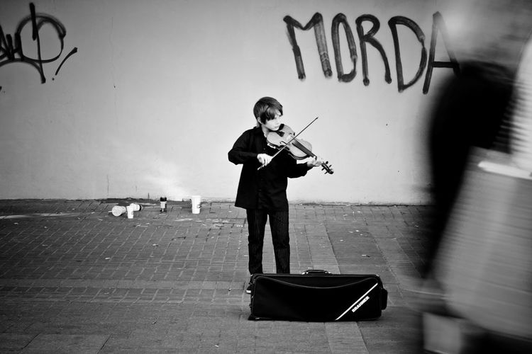 Boy Day Portrait Street Musicians Streetphotography Violine  Monochrome Photography Enjoy The New Normal TakeoverMusic Black And White Friday This Is Masculinity