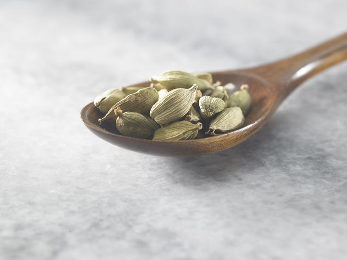 close up of cardamom seed Cardamom Spice Scented Medicine Indian Food Food Food And Drink Condiment Seasoning Seed Ingredient Still Life No People Freshness Indoors  Healthy Eating Wellbeing Close-up Spoon Eating Utensil Green Color Wooden Spoon Selective Focus Raw Food Kitchen Utensil