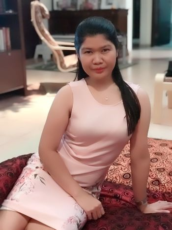 One Person Lifestyles Front View Leisure Activity Real People Looking At Camera Women Sitting Indoors  Three Quarter Length Beauty Young Women Young Adult Portrait Home Interior Adult Beautiful Woman Hair Hairstyle Teenager