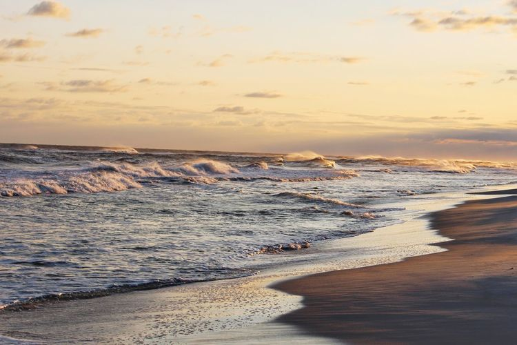 Beach Sea Sunset Sand Wave Vacations Horizon Over Water Sunlight Outdoors Tide Nature Tourism Tranquility Beauty In Nature Travel Destinations No People Gulf Shores Canon Eos Rebel SL1 Dusk Colours Travel Dramatic Sky Dusk Coastline Wave Surf Lost In The Landscape