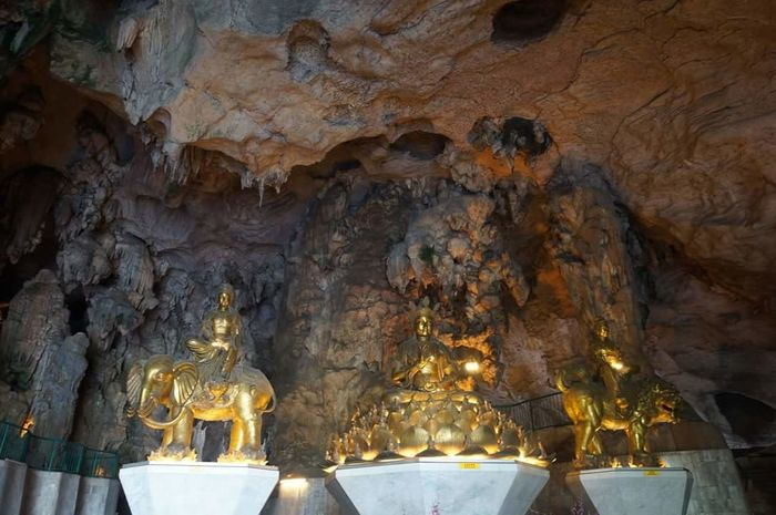 Religion Place Of Worship No People Indoors  Day Cave Photography Caves_collection Cavescene Relics Of The Buddha Religious Symbols Religious Statues