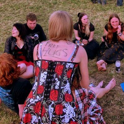 'Free Hugs' auf dem Keltischen Mittsommer Festival in 3 Tagen! Mehr zum Event im Blog unter http://www.nakieken.de/keltisch-midzomer-festival/ Freehugs Celtic Midzomer Festival Netherlands