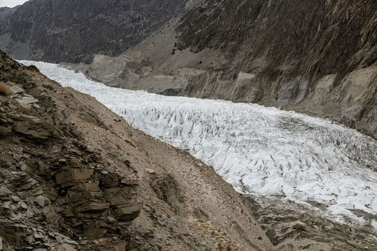 Scenic landscape view of passu glacier in karakoram mountain range. gilgit baltistan, pakistan.