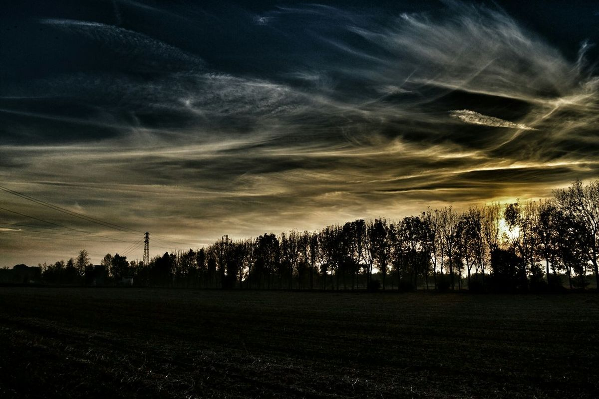 The last sun Clouds Sunset Sky Dusk Landscape Eye4photography  Nikontop EyeEm Nature Lover Colorsky Relaxing