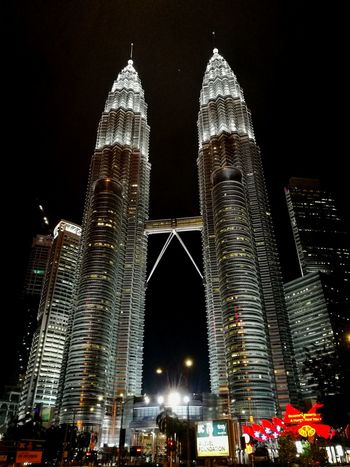 Twintowers TwintowersKL Kuala Lumpur Kuala Lumpur Twin Tower Kuala Lumpur City Centre Ilovemalaysia KLCC Twin Towers Stunning Look Architecture Night Skyscraper