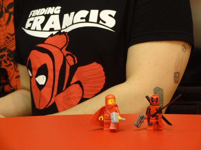 Timijay helping Deadpool finding Francis. Love LEGO Legophotography Afol Tattoo Nemo Super HERO Villain Mjolnir Marvel