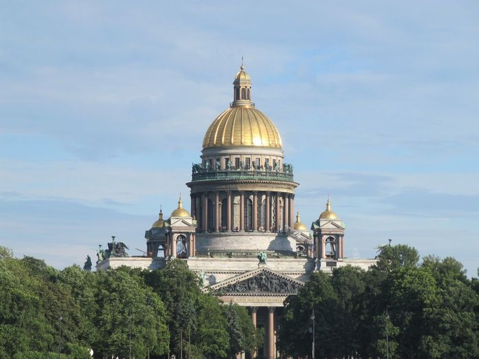 Exterior view of saint isaac's cathedral