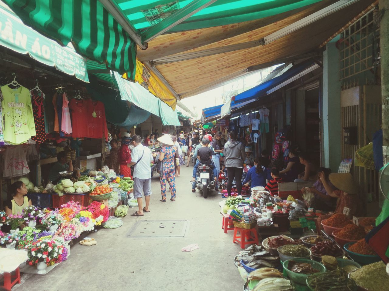 market, for sale, retail, market stall, group of people, large group of objects, shopping, business, small business, choice, men, store, real people, day, retail display, street market, women, abundance, variation, architecture, sale, buying, consumerism, outdoors