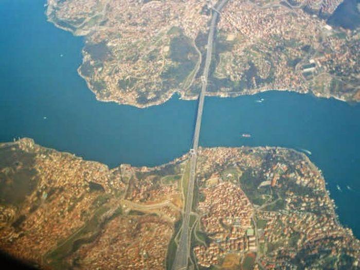 Boshporus Leaving Istanbul