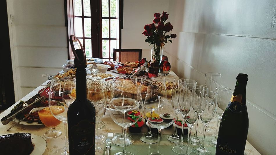 Wine Moments Christmas Party Wine Glasses flowersBouquet