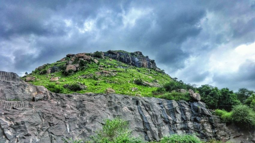 A great view 😍 How Do You See Climate Change? Sky Clouds And Sky Dramatic Sky Atmospheric Mood Mountains Hills Nature_collection Nature Landscape Biketrip Tamilnadu Tadaa Community Eastern Ghats Popular Photos On The Move HDR Green Enjoying The View From My Point Of View India Adventure On The Road Highway Rock