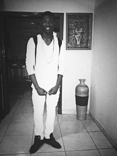 I t's party time Blackandwhite f Swagge