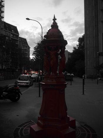 La Fontaine de mon enfance 😍 EyeEm Best Shots Panasonic  Lumixgx7 Allysdms Fontaine Streetphotography Red Beautiful ParisByNight Paris, France