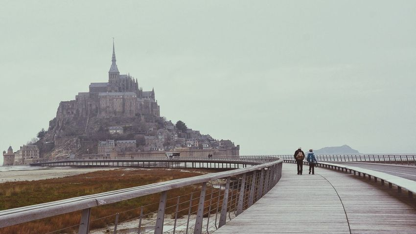 It's good to be with you, it's good to share time, experiences, share the same love, it's good to share happines. The Tourist Couples Couples Traveling Duces Duo Together Walking Pilgrimage Pilgramers Outdoors Activities Normandie Bretagne Bretagnetourisme Bridge Low Tide Mont Saint-Michel Showcase: February On The Way Connected By Travel