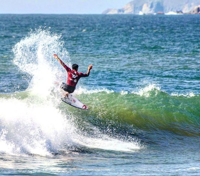 Sea Water Adventure Motion Splashing Extreme Sports Wave Leisure Activity Full Length Sport Surfing Jumping Beauty In Nature Men Outdoors One Person Challenge Recreational Pursuit Surfboard Enjoyment Medina